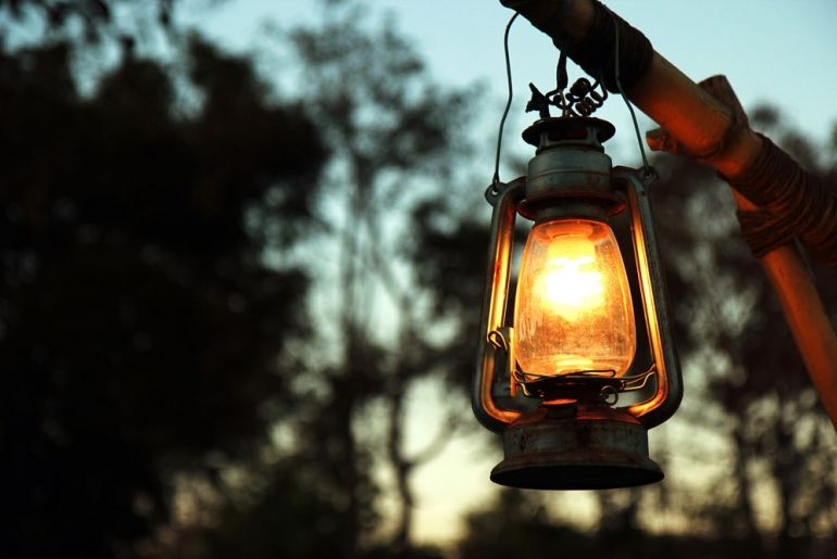 6 Tips to Buy a Camping Lantern